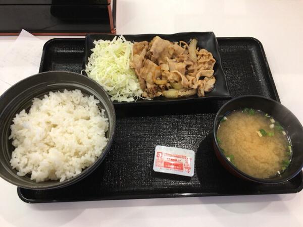 一番好きな牛丼店、吉野家で朝食を食べました。